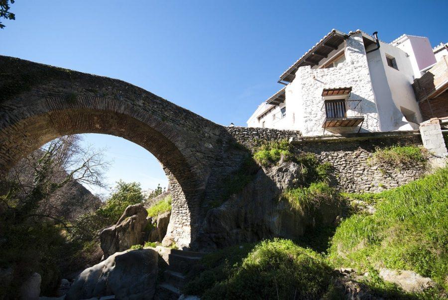 Puente de salares en la ruta Mudejar en la axarquía Malagueña